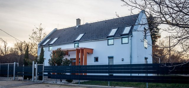 Az ingatlan.com-on árulták a néhány éve uniós pénzből felépített balatoni környezetvédelmi szellemközpontot