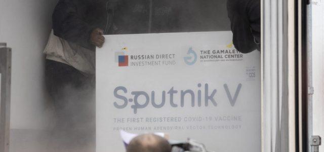 Putyin utasítására kivizsgálják, védenek-e a mutációk ellen az orosz vakcinák
