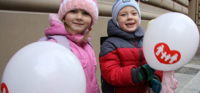 Gyerekenként 500 euró támogatást kap minden lett család