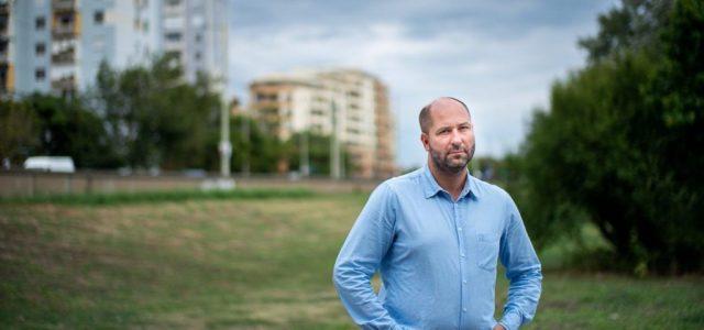 Szegedtől 38 kilométerre, egy felüljárón találtak rá a rendőrök az önkormányzati képviselőre