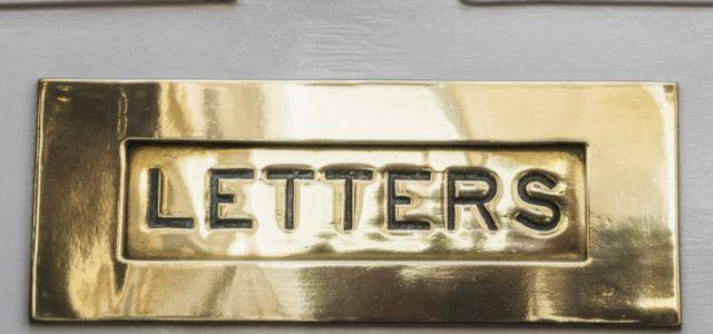 Pénzt hagy idegen postaládákban, ezért keresi a rendőrség