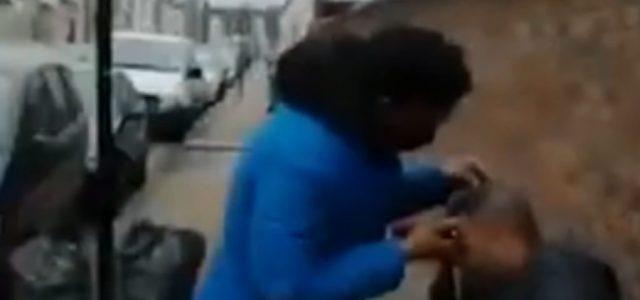 Egy angliai fodrász az utcán vágta le a vendége haját