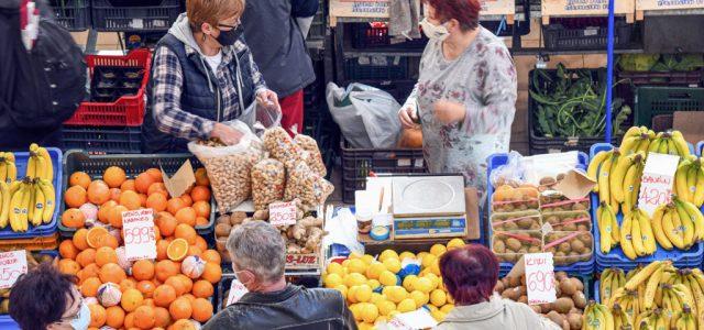 Székesfehérváron a piacon bevezetik az idősek vásárlási sávját
