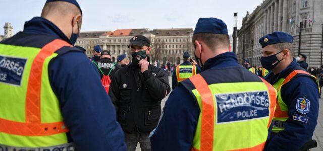 Közbiztonságra különösen veszélyes eszköz miatt is eljárás indult a hétfői tüntetés után