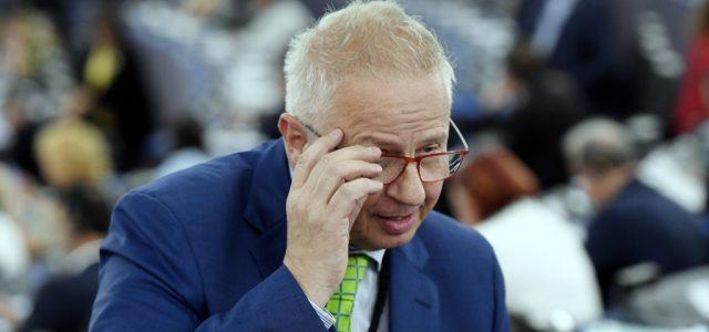 Az Európai Parlament felszólította a bizottságot, hogy alkalmazzák a jogállami mechanizmust, különben bíróság elé mennek