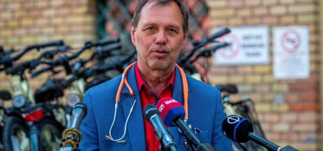 Szlávik János szerint 2-3 millió beoltott ember még nem elég ok a nyitásra