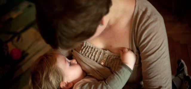A szoptatós kismamákat mégsem oltják be soron kívül