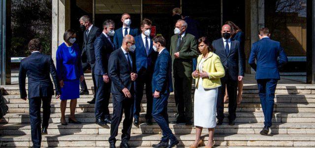 Még mindig óriási a kavarodás, pedig kinevezték az új szlovák kormányt
