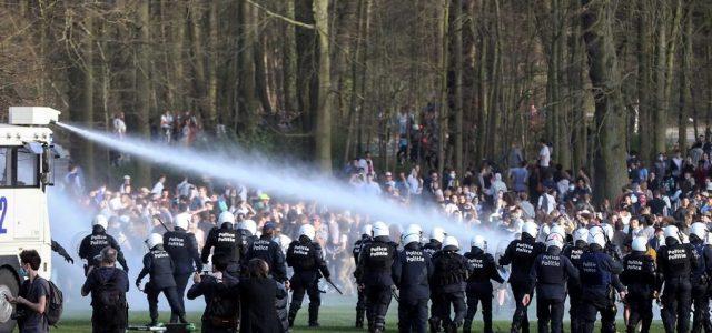 Vízágyukkal oszlatott fel a rendőrség egy bulit Brüsszelben