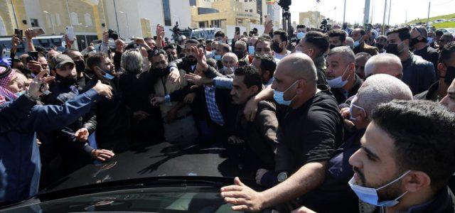 Jordánia: az extrónörökös házőrizetbe, számos befolyásos hivatalnok rács mögé került