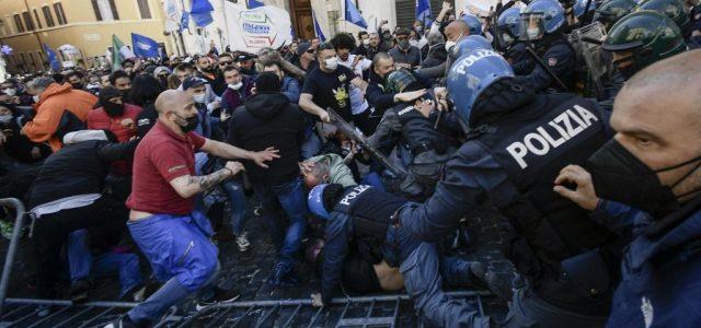 Összecsaptak a rendőrökkel a lezárások ellen tiltakozó kereskedők Rómában