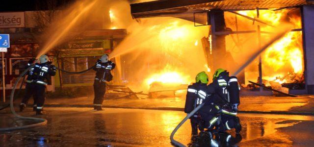 Már a benzinkutat veszélyeztette a szentendrei tűz, de sikerült megfékezni