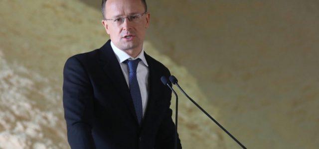 """Szijjártó """"barátja és kollégája"""" szerint elfogadhatatlan az M1 bánásmódja az osztrák újságíróval"""