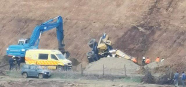 Leborult egy markológép az autópálya építésekor Szikszónál