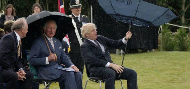 Boris Johnsonból majdnem Mary Poppinst csinált egy elszabadult esernyő